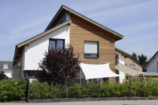 Familiy house with wooden cover panels. (Germany)