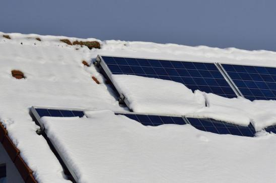 Solarmodule im Winter