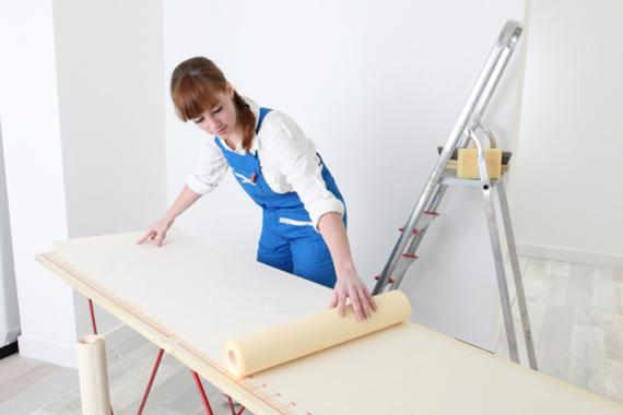 Decorator measuring wall paper; Shutterstock ID 93706330; Purchase Order: OP-00035-046; Job: OP-00035-046; Client/Licensee: Bausparkasse Schwäbisch Hall AG; Other: