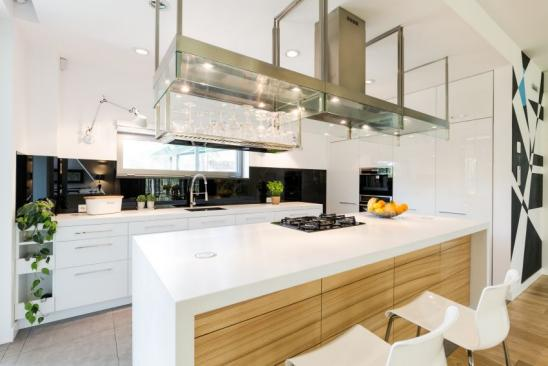 Sophisticated loft kitchen with a large kitchen worktop and modern steel hood